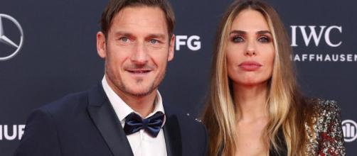 Francesco Totti e Ilary Blasi, la loro vita in una sit-com: primi ospiti Mammucari ed Emma Marrone.