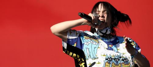Billie Eilish lancia una collezione di abiti ispirata ai graffiti