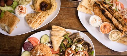 Platos de comida griega muy finos y saludables