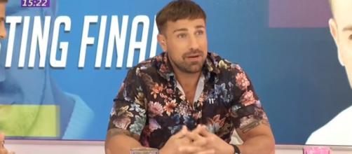 Patético debut de Rafa Mora como presentador: Perdido, sin guion y ... - elnacional.cat