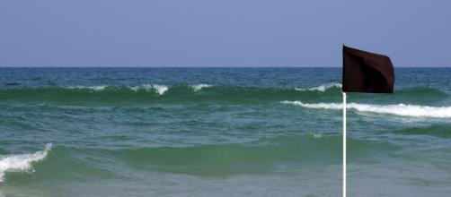 El significado del color de las banderas de la playa