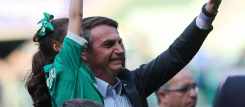 Entre vaias e gritos de apoio, Bolsonaro assiste ao jogo do Palmeiras. (Arquivo Blasting News)