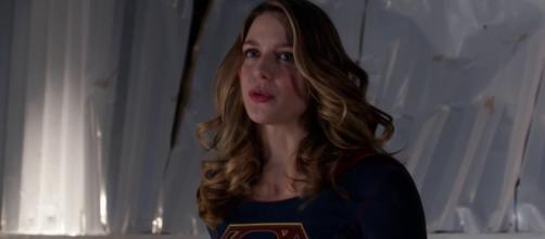 """Supergirl"" 2x12 Kara saves Lena image via AgentDanvers/YouTube screencap"