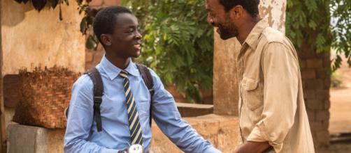 Filme conta história do garoto que constrói uma turbina eólica e salva seu vilarejo da fome. (Arquivo Blasting News)