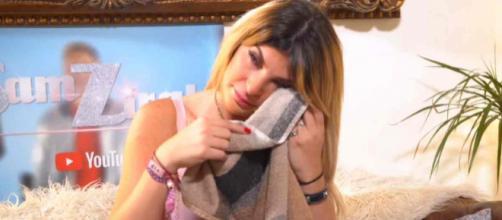 Mélanight en larmes chez Sam Zirah, elle évoque ses complexes physiques, sa rupture avec Nacca, son aventure avec Seb et son clash avec Hillary.