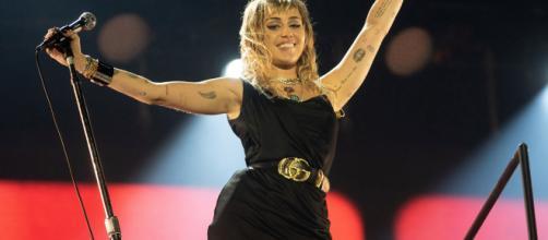 Miley Cyrus vuelve a desatar la polémica con su nuevo video musical.