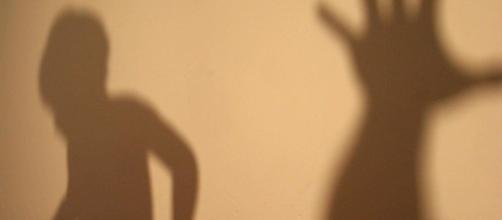Una niña de once años describe los malos tratos recibidos por su madre a diario