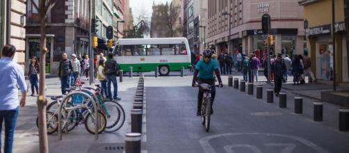 La exposición artística revela también la evolución de ese medio de transporte en Ciudad de México. - pueblobicicletero.org