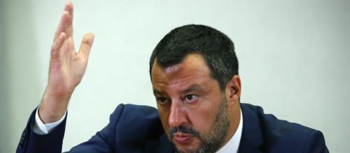 Facebook cancella i post di Salvini