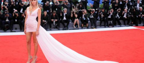 Protagonista trasversale del palcoscenico che conta, la Ferragni si racconterà in un docu-film presentato alla prossima Mostra del Cinema