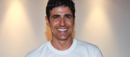 Reynaldo Gianecchini recepciona Guilherme Laicam. (Arquivo Blasting News)