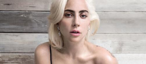 Lady Gaga é vista ao beijos com integrante de sua banda. (Arquivo Blasting News)