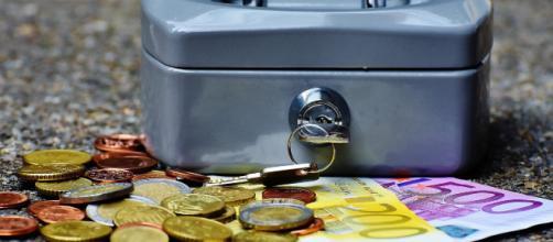 É possível viajar pelo mundo com pouco dinheiro.