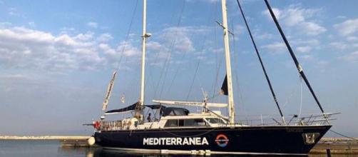 Il veliero Alex della Ong Mediterranea in rotta verso Lampedusa