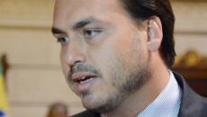 Carlos Bolsonaro questiona a segurança presidencial após suicídio de empresário