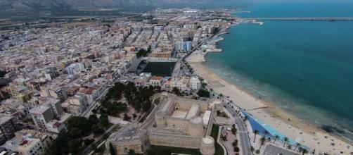 Foggia, farmacista trovata annegata vicino al castello di Manfredonia: aveva 70 anni