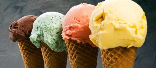 Texas, assaggia un gelato al supermarket e lo ripone in frigo: rischia fino a 20 anni di galera - ilnordestquotidiano.it