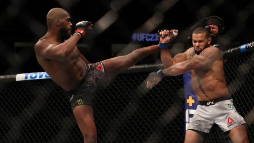 UFC 239: Jones escapa con su cetro semicompleto, al vencer a Marreta en apretada decisión