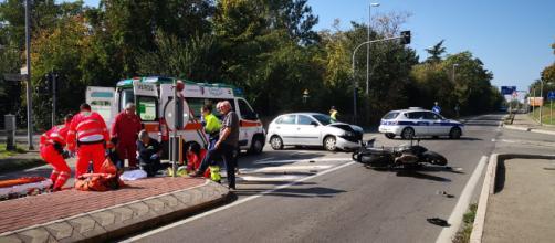 Calabria, grave incidente stradale: perde la vita un 24enne.