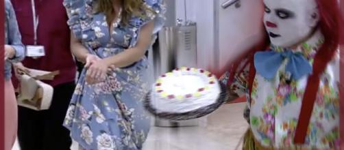 Raquel Bollo se dio un tartazo para evitar que lo hiciera Payasín.
