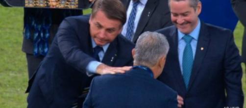 Tite evita Bolsonaro em cerimônia da Copa América 2019. (Reprodução/TV Globo)