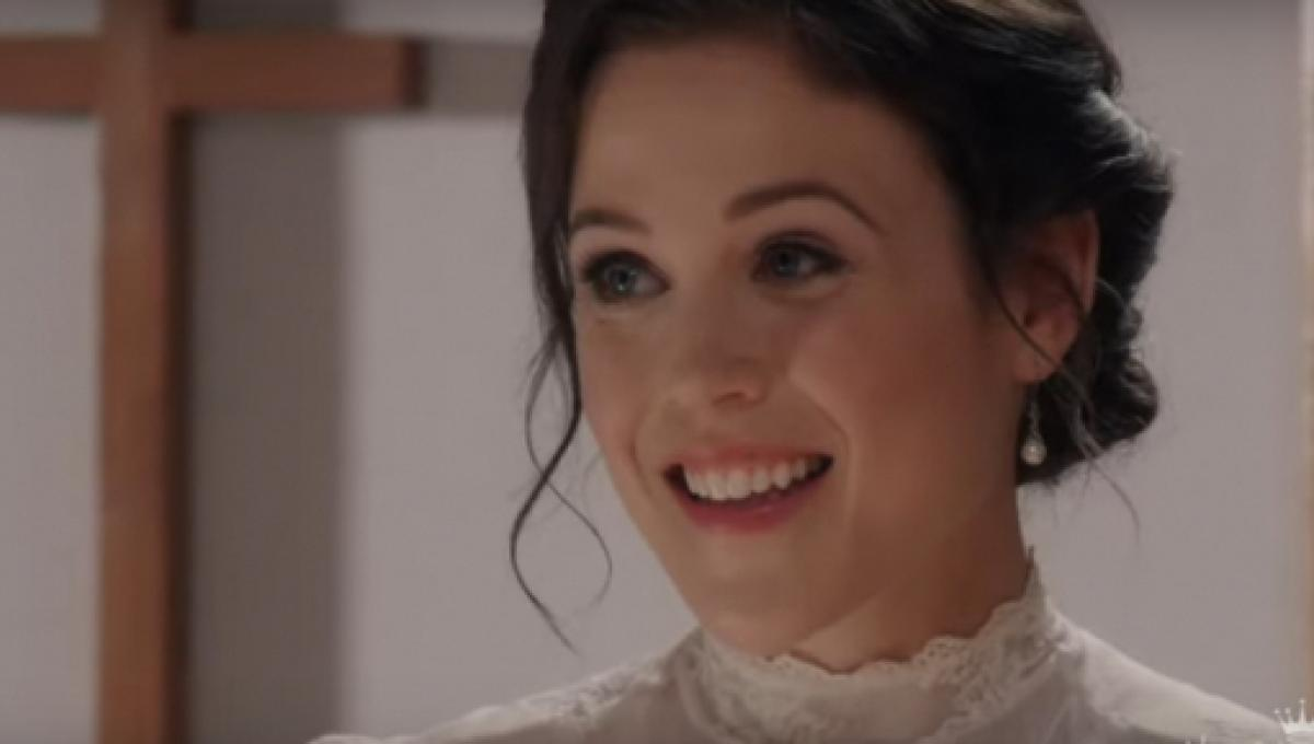 When Calls The Heart Christmas Special 2019.Erin Krakow Kevin Mcgarry Of When Calls The Heart Serve