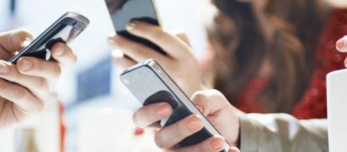 Promozioni di Wind e Vodafone per il mese di agosto 2019: minuti illimitati, GB e sms illimitati.