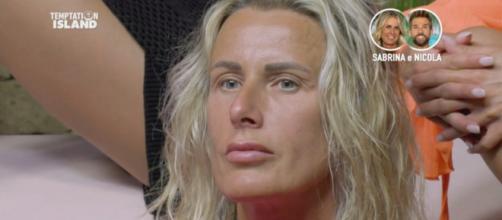 Temptation Island, la single Maddalena apprezza frasi contro Sabrina: 'Oscena, sembra la mamma'.