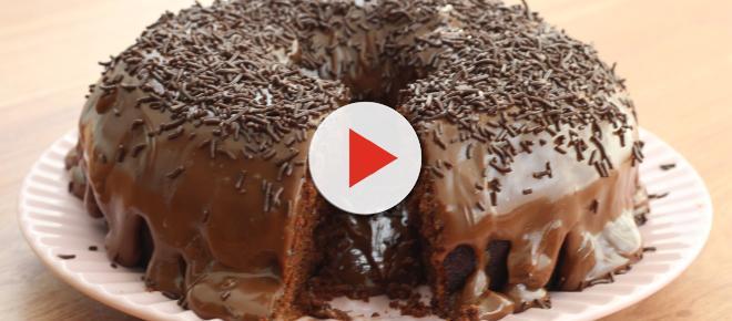 Bolo de chocolate de liquidificador: simples, rápido e fica molhadinho