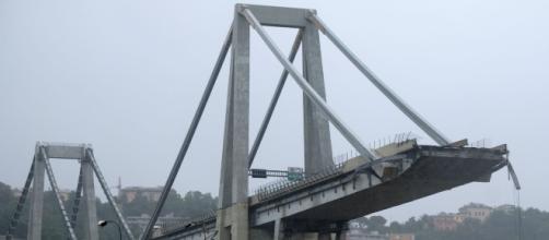 Crollo del ponte Morandi a Genova: uno studio della Nasa rivela che la struttura si 'muoveva' già dal 2015.