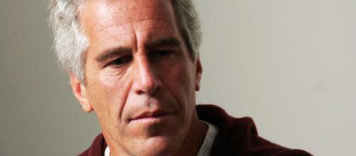 Epstein, il milionario americano accusato di numerosi abusi su minori, si è tolto la vita