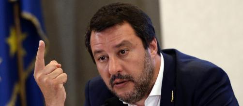 Il vicepremier Matteo Salvini contro il patto M5S-Pd e dichiara di essere disposto a riunire la destra italiana.- fanpage.it