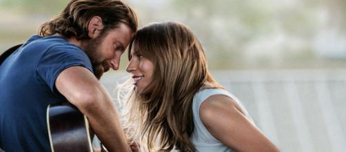 """Lady Gaga y Bradley Cooper, en una escena de """"Ha nacido una estrella""""."""