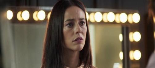 Vivi tem recordações de sua infância e se sente amedrontada. (Reprodução/ TV Globo)