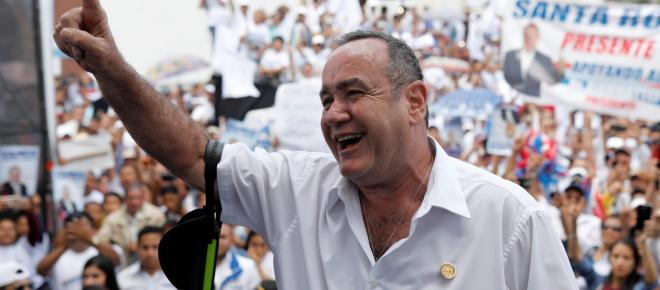 Pobreza, migración y violencia son los retos de Giammattei, nuevo presidente de Guatemala