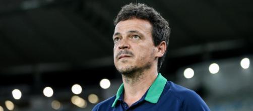 Celso Barros nega ter procurado outro técnico, mas cobra melhora de Fernando Diniz. (Arquivo Blasting News)