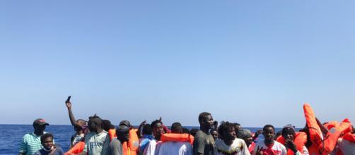 El Ocean Viking logra salvar la vida a 105 inmigrantes más y a bordo ya hay 356 personas