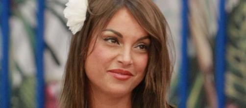 Francesca De Andrè replica a Gennaro: 'Sono e rimarrò tonda'.