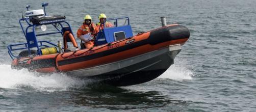 Francia, tre bimbi morti intrappolati nella cabina di una barca a vela   rtbf.be