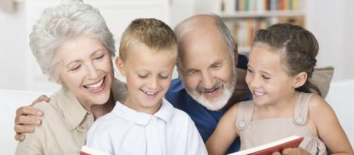Los abuelos: la inclusión familiar y social es esencial para apoyarlos en esta etapa de la vida. - revistavive.com