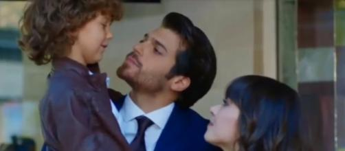 Nazli e Ferit ottengono la custodia del piccolo Bulut grazie alla testimonianza di Deniz.