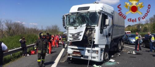 Pesaro, mezzo pesante travolge auto: ferito gravemente un bimbo