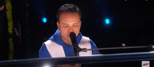 Kodi Lee closes the live 'America's Got Talent' quarterfinals with an incredibly powerful performance. [Image source: AGT/YouTube]