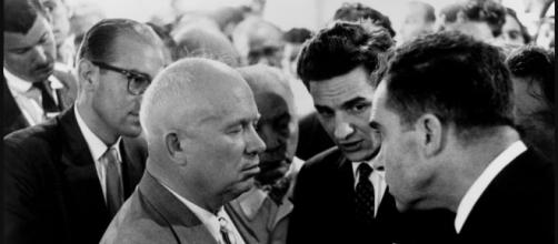 Nixon et Khrouchtchev - larepubliquedeslivres.com