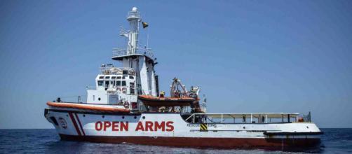 """I medici di Lampedusa hanno riscontrato solo un caso di otite tra le 13 persone sbarcate dalla Open Arms """"per grave emergenza medica""""."""