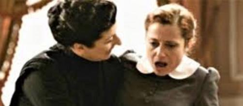 Una vita, trama del 17 agosto: Ursula accoltella Carmen e fugge da Acacias