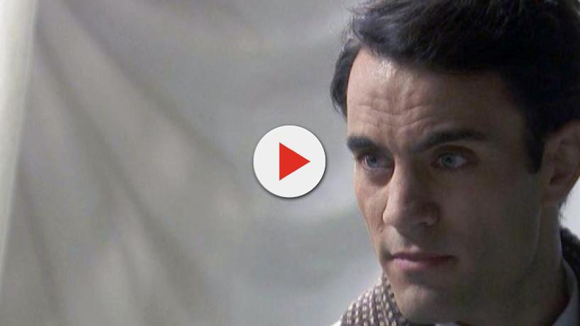 Il Segreto, spoiler: Alvaro fugge da Puente Viejo con il denaro di Elsa