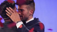 Uomini e donne gate, Claudio Sona smentisce di essere stato fidanzato durante il Trono Gay