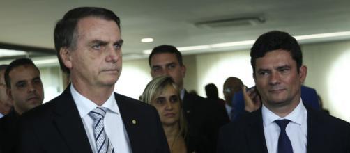 Segundo colunista, Bolsonaro e Moro discutiram recentemente. (Arquivo Blasting News)