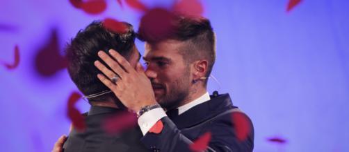 Claudio Sona smentisce di essere stato fidanzato durante la partecipazione a Uomini e donne